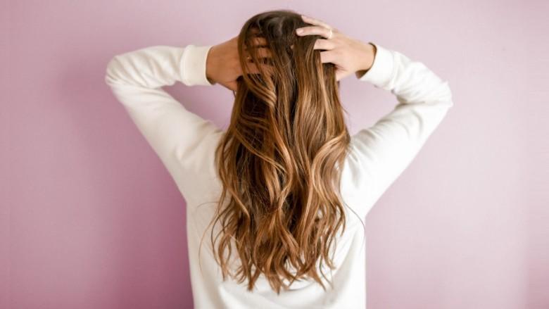 stimuler la croissance des cheveux